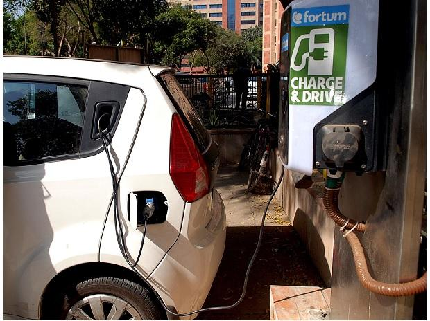Road ministry wants easier licensing for EVs to boost public transport
