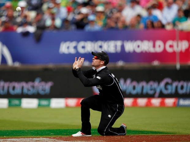 New Zealand's Colin Munro takes the catch to dismiss South Africa's Aiden Markram