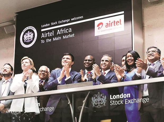 Airtel Africa Chairman Sunil Bharti Mittal (centre), along with the management, at the London Stock Exchange on Friday 	 Photo: LSE
