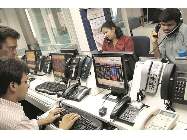 Budget: Sensex falls 1% as lack of stimulus weighs, Nifty ends at 11,811