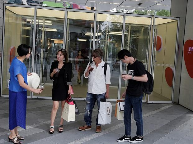 Chinese youth is spending like Americans, piling worrisome