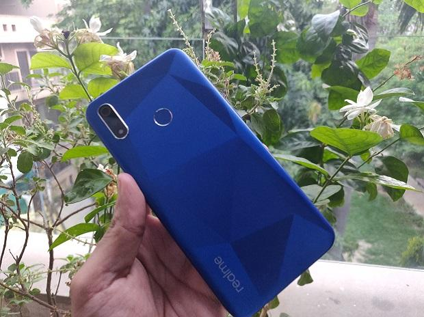 Realme 3i: Affordable smartphone with smudge free design