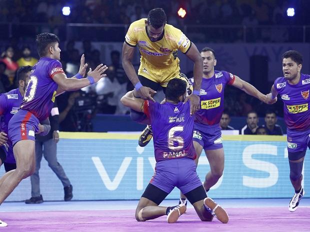 File photo: Siddharth Desai jumps over the defence of Dabang Delhi