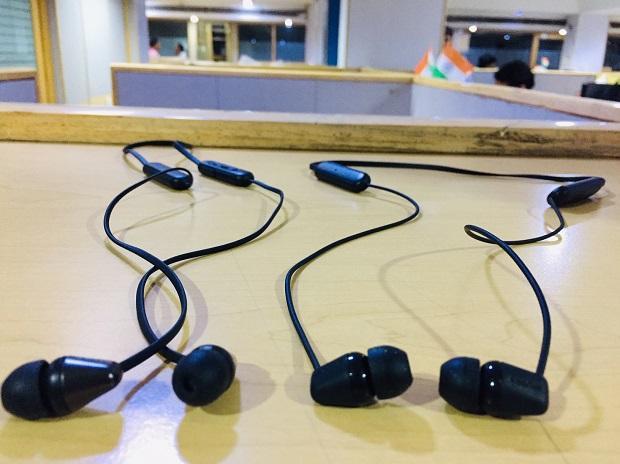 Sony WI-C310, WI-C200 In-ear headphones review