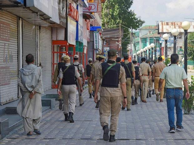 Kashmir admin shifts 34 political prisoners to MLA hostel as winter begins