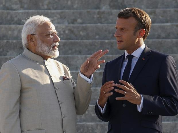 French President Emmanuel Macron and Indian Prime Minister Narendra Modi speak at the Chateau of Chantilly, north of Paris. Photo: AP/PTI