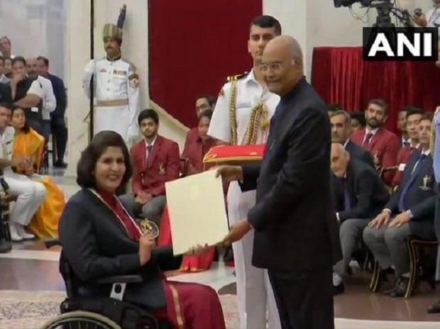 Para-athlete Deepa Malik receives Rajiv Gandhi Khel Ratna Award from President Ram Nath Kovind