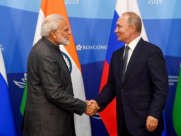 Prime Minister Narendra Modi shakes hands with President of Russian Federation Vladimir Putin during the joint press statements