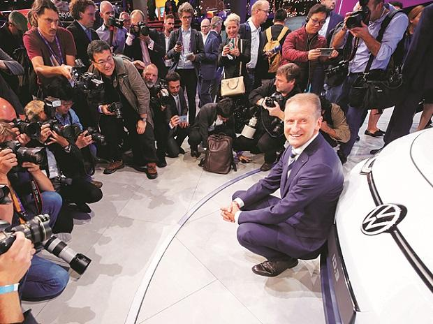 Herbert Diess, CEO of Volkswagen, showcases an ID.3 prototype the Frankfurt motor show | Photo: Reuters