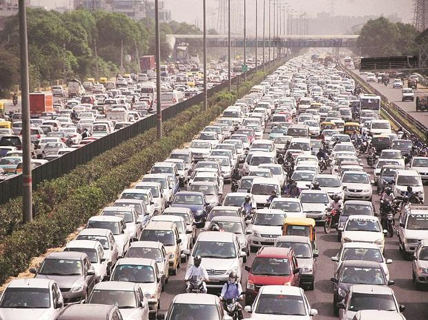 Domestic passenger vehicle sales decline by 7.61% in February: SIAM