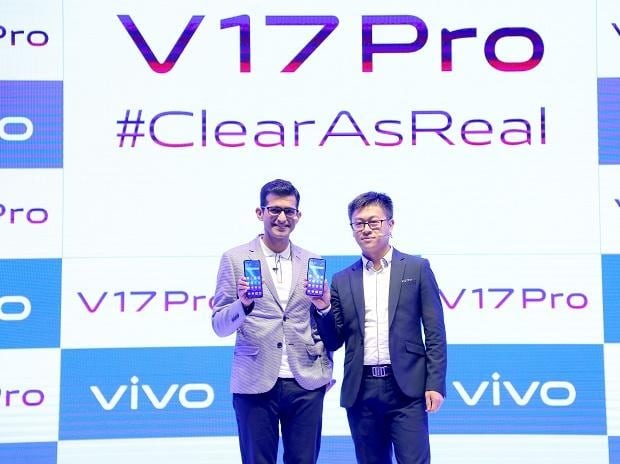 (L-R) Nipun Marya, Director Brand Strategy and Jerome Chen, CEO, Vivo India unveiling the Vivo V17Pro