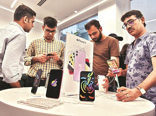People trying iPhone 11, iPhone 11 Pro at Max Aptronix Apple store in Mumbai. (Photo: Kamlesh Pednekar)