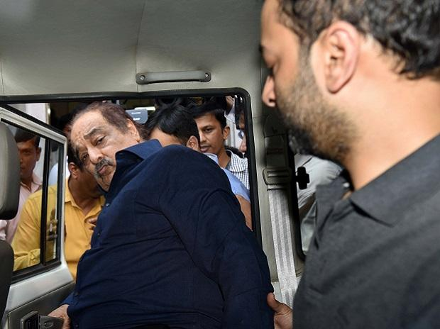 Rakesh Wadhawan and Sarang Wadhawan, promoters of Housing Development Infrastructure Ltd, being produced in court in Mumbai in connection with the PMC Bank case in Mumbai, Friday, Oct. 4, 2019.- KAMLESH PEDNEKAR