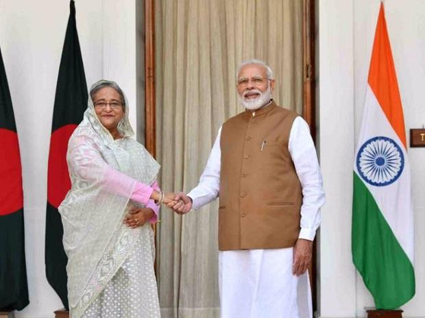 PM Modi welcoming Bangladesh PM Sheikh Hasina on her visit to India