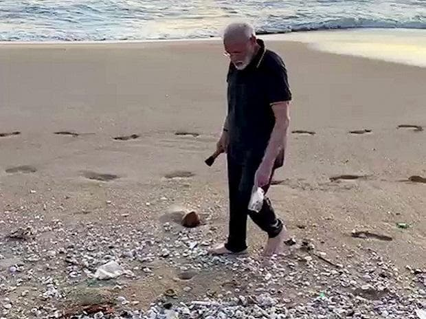 Mamallapuram: Prime Minister Narendra Modi plogging along the scenic coast of Mamallapuram, Saturday, Oct. 12, 2019. (Twitter/PTI Photo)(