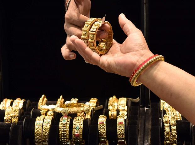People purchasing Gold Jewellery at UTZ Jewellery Shop. Photo: Kamlesh Pednekar