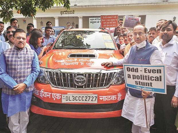 BJP leader Vijay Goel (right) and supporters protest against the odd-even rule, in New Delhi, on Monday. Photo: PTI