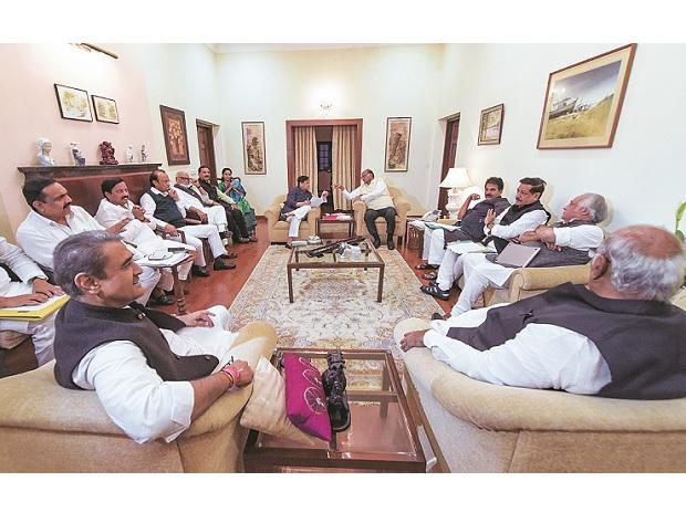 NCP chief Sharad Pawar, senior Congress leader Ahmed Patel and others during  a meeting at Pawar's residence in New Delhi on Wednesday Photo: PTI