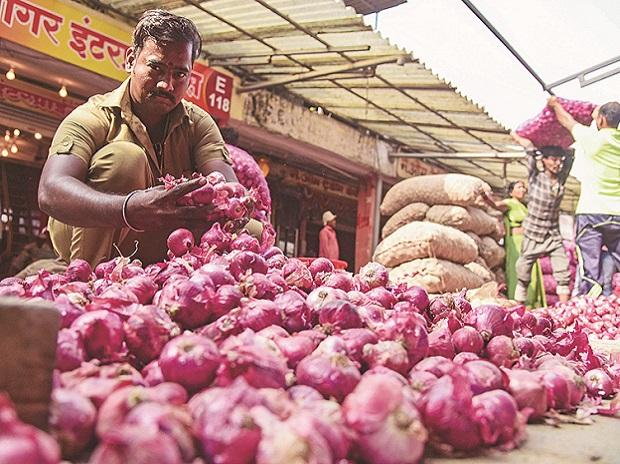 onions, market, prices, retailers, hoarding, traders