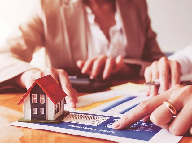 Should you choose lower EMI or lower interest rate while taking home loan?