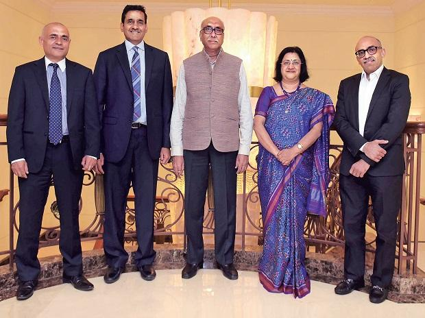 From left: Icra MD and Group CEO Naresh Takkar, IIFL Group Chairman Nirmal Jain, former Reserve Bank of India deputy governor and Chairman of the Jury S S Mundra, former State Bank of India chairman Arundhati Bhattacharya, and Ican Investment Advisor