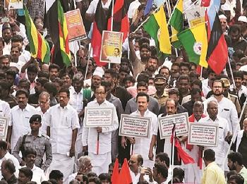 Cong bigwigs on 'satyagraha' against CAA, Jagan says won't implement NRC