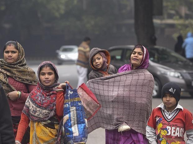 Women, worker, child, winter, poor, middle class, tourist, job