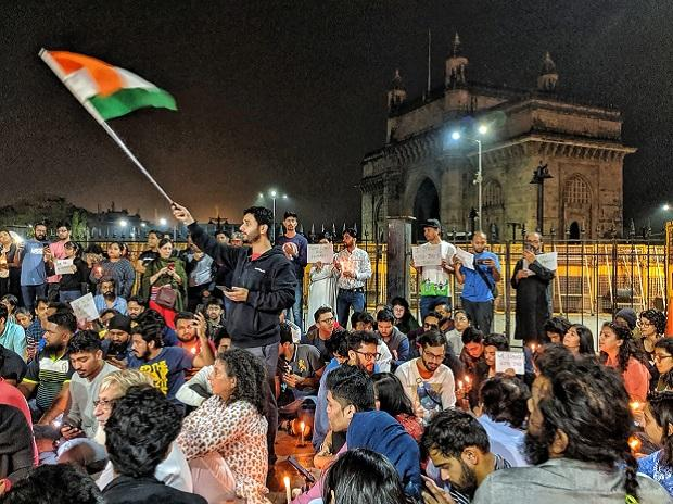 Students protest at Gateway of India on Sunday, January 5 | Credits: Twitter