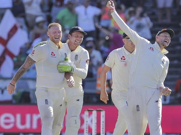 England's Ben Stokes, left, and Joe Root, right, celebrate beating South Africa in the second cricket test between South Africa and England at the Newlands Cricket Stadium in Cape Town, South Africa. Photo: AP | PTI