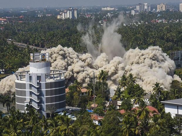 A view of Holy Faith H20 being demolished using controlled implosion at Maradu in Kochi. Photo: PTI