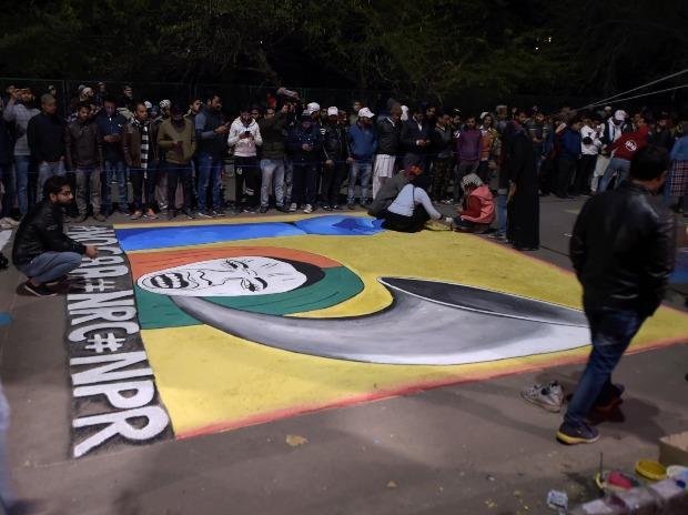 Protestors make graffiti during a demonstration against Citizenship (Amendment) Act and NRC at Shaheen Bagh, in New Delhi. Photo: PTI