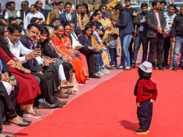 Junior Kejriwal steals the show at swearing-in