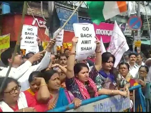 Members of Left parties demonstrate near the airport against the visit of Amit Shah in Kolkata on March 1 | @ANI