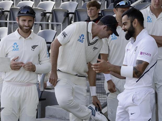 Indian captain Virat Kohli, right, with and New Zealand captain Kane Williamson