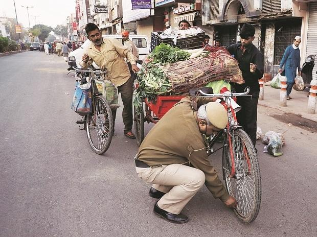 coronavirus, vegetable vendors, police