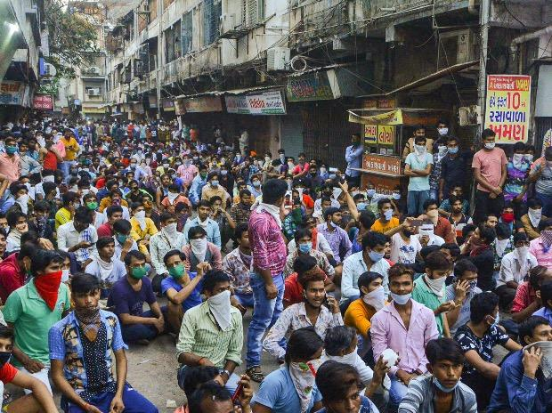 Police stops migrant workers gathered in large number demanding to go back to their native places after the announcement of nationwide lockdown got extended. Photo: PTI