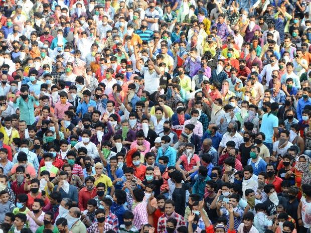Migrant workers gather outside Bandra West Railway Station as they defy lockdown norms and request to leave for their native places after Prime Minister Narendra Modi had announced the extension of nationwide lockdown till May 3. Photo: PTI