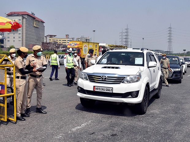 Vehicles queue at Gurugram Toll after Haryana districts imposing restrictions on people crossing the border into Delhi. Photo: Dalip Kumar