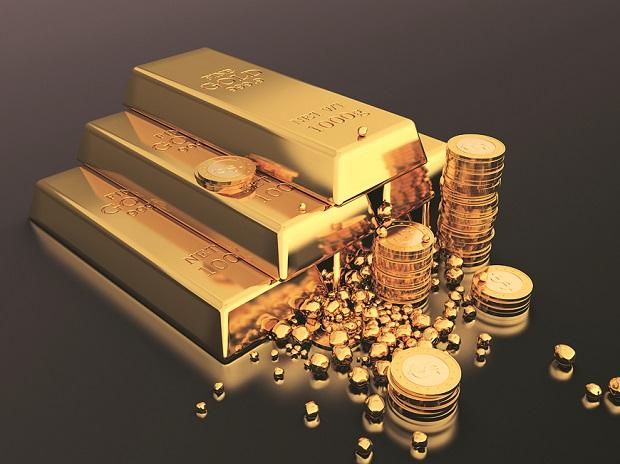 Gold price today at Rs 53,600 per 10 gm, silver trends at Rs 61,900 a kg