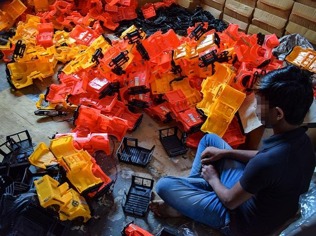 A child works at a toy factory (Photo: Bloomberg).