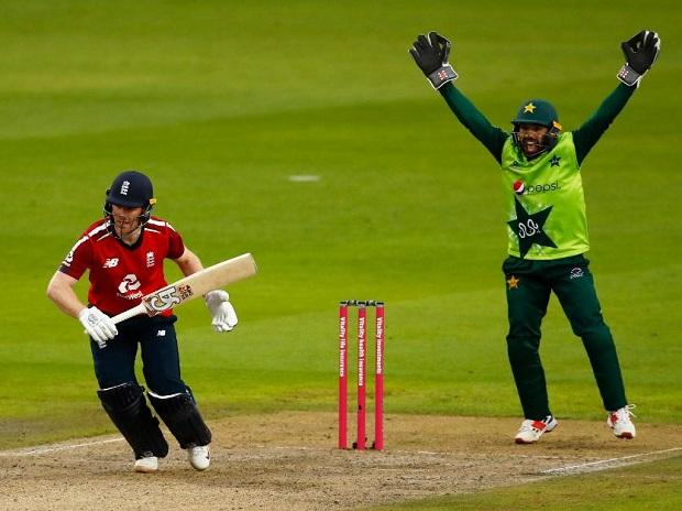 Pakistan wicket-keeper Mohammad Rizwan appeal for lbw against England captain Eoin Morgan. Photo: @ICC Photo: @ICC