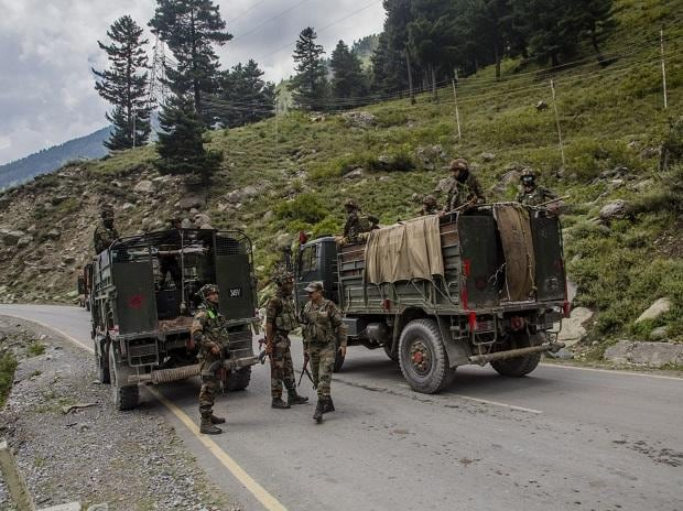 Indian army convoy carrying reinforcements and supplies, drive towards Leh. Photo: Bloomberg