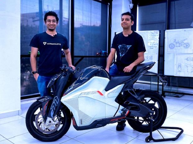 Founders Narayan and Niraj with the F77