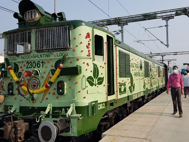 Southern Railways tests 1st battery operated dual-mode shunting locomotive