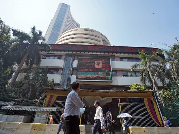 People walk past the Bombay Stock Exchange (BSE) building in Mumbai. Photo: Reuters