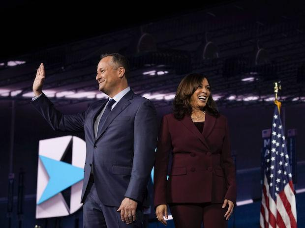 Kamala Harris, with husband Douglas Emhoff | Photo: Bloomberg