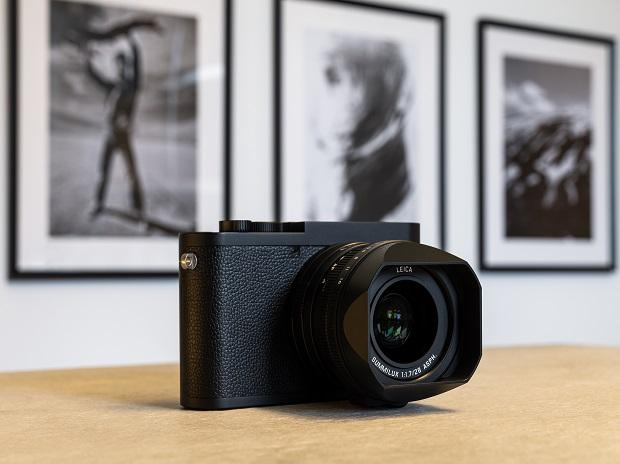 Like the Leica Q2 the Q2 Monochrom comes with a protective sealing against dust and water spray compiling to the IP52 Standard