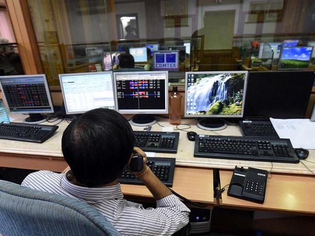 MARKETS: Indices volatile ahead of F&O expiry; HDFC, ICICI Bk support gains