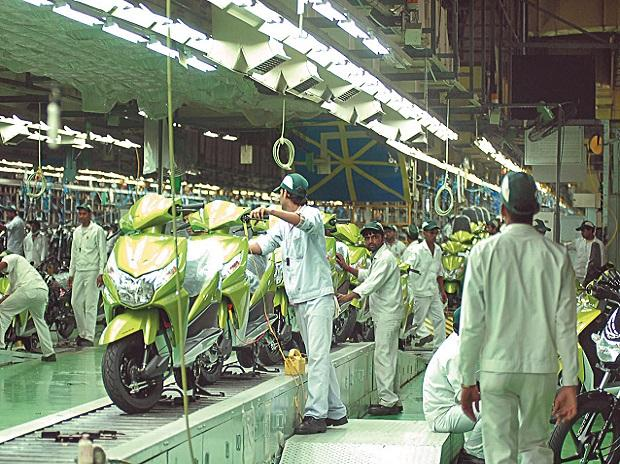 Manufacturing production, new orders expand further: IHS Markit report