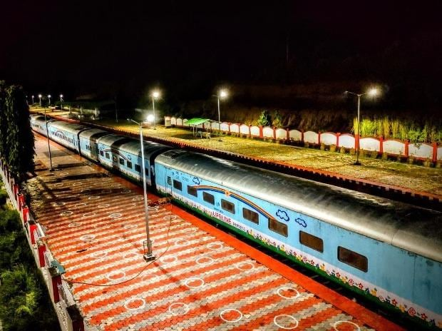 The train is equipped with 2 modern operation theatres, 5 operating tables & other facilities